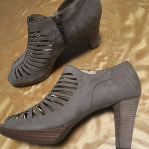Paul Green open toe heels ( taupe/fawn color )